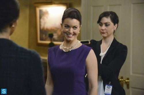 Scandal-Episode-3-07-Everything-s-Coming-Up-Mellie-Promotional-Photos-scandal-abc-36008819-595-396